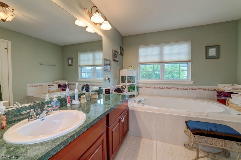 38 Stirrup Ln Raritan Twp., NJ 08822 - MLS #: 3398900