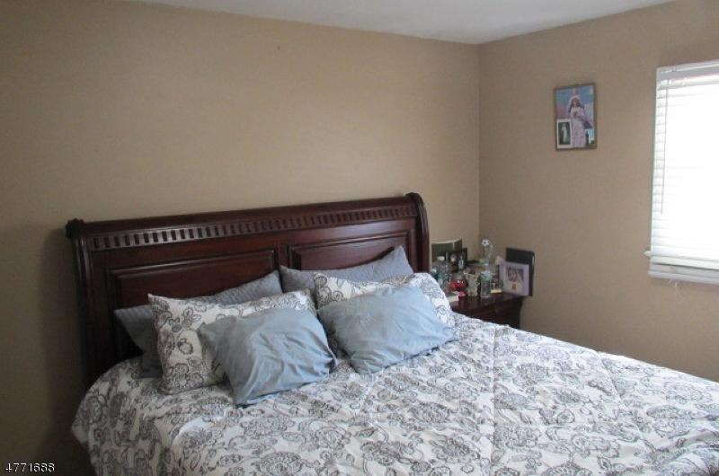913 Boesel Ave Manville Boro, NJ 08835 - MLS #: 3441100