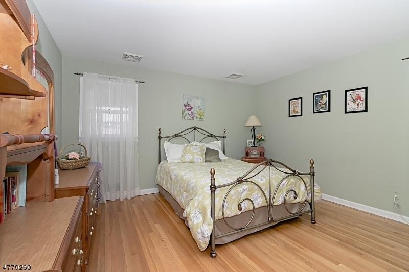 121 Barchester Way Westfield Town, NJ 07090 - MLS #: 3464200