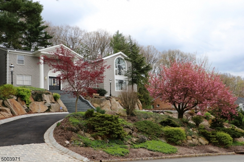 Photo of home for sale at 30 CORNELL DR, Livingston Twp. NJ