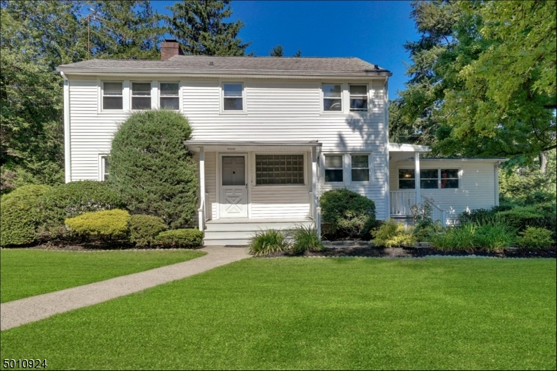 Photo of home for sale at 1430 FERNWOOD RD, Mountainside Boro NJ