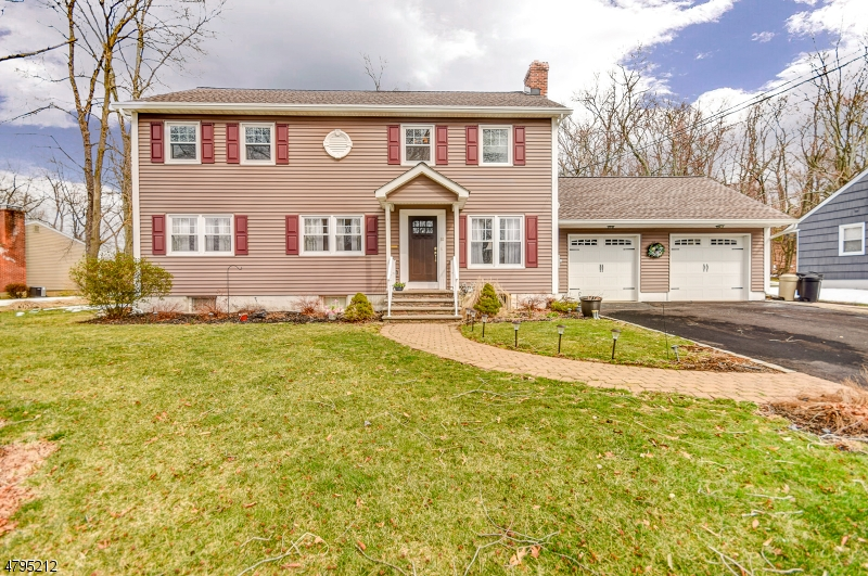Property for sale at 32 Cedar Green Ln, Berkeley Heights Twp.,  NJ  07922