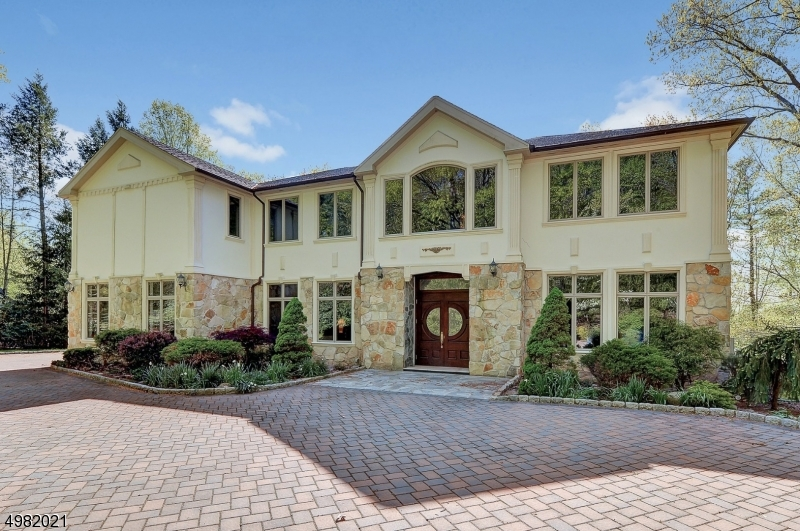 Photo of home for sale at 14 DOGWOOD DR, Saddle River Boro NJ