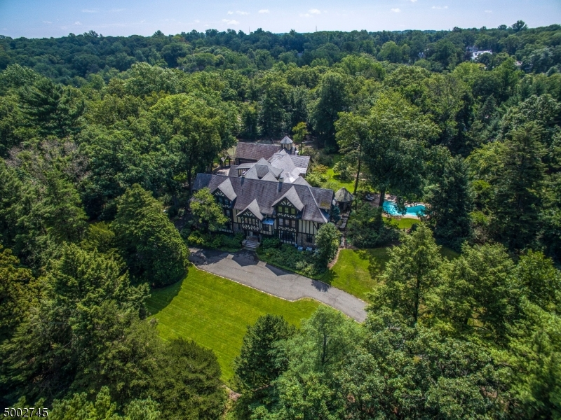 Photo of home for sale at 131 RENSSELAER RD, Essex Fells Twp. NJ