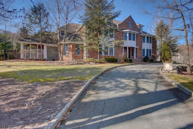 Photo of home for sale at 802 W Shore Dr, Kinnelon Boro NJ