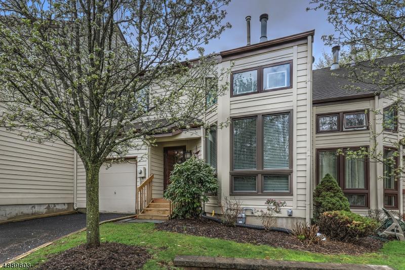 Photo of home for sale at 4 FRANKLIN CT, Bernardsville Boro NJ