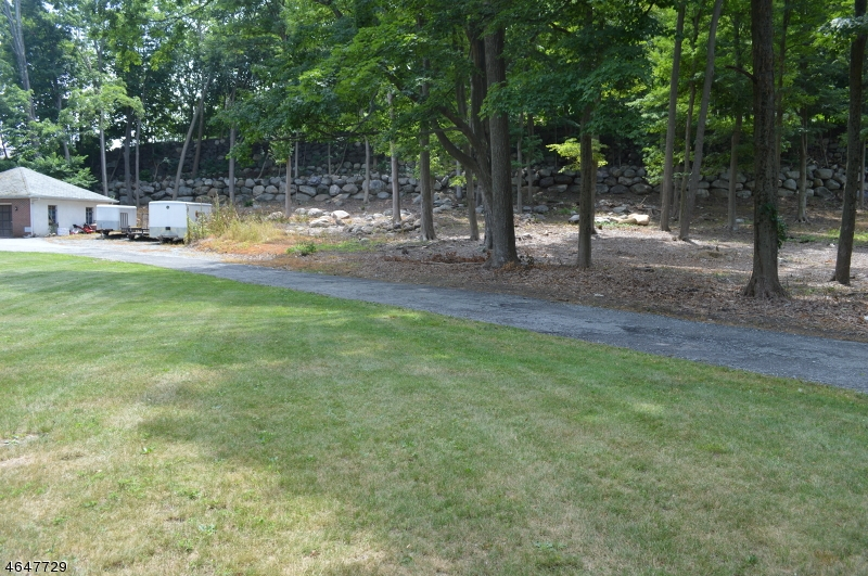 Photo of home for sale at 104 Ramapo Valley Rd, Oakland Boro NJ
