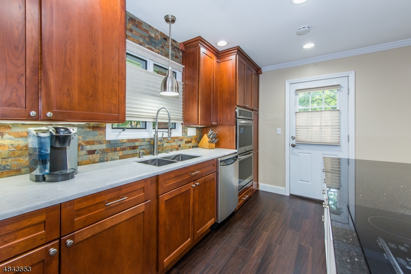 34 DEVONSHIRE TER West Orange Twp., NJ 07052 - MLS #: 3508205