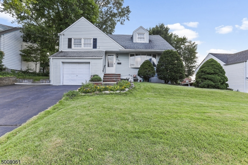 Photo of home for sale at 23 N MINNISINK AVE, Sayreville Boro NJ