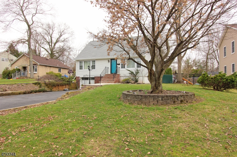 12 Woodrow Pl West Caldwell Twp., NJ 07006 - MLS #: 3461306