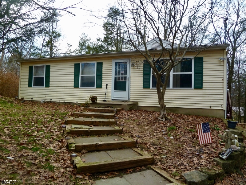 Photo of home for sale at 47 NW LAKESIDE DR, Vernon Twp. NJ