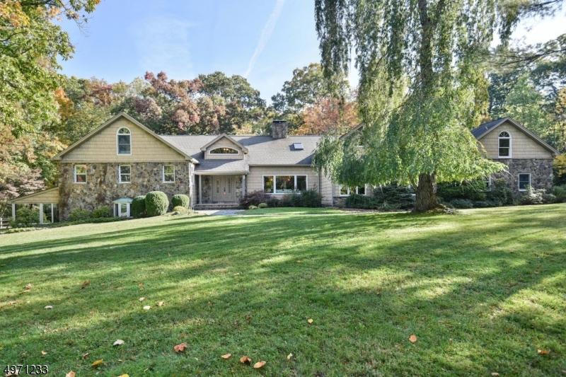 Photo of home for sale at 7 BROOKVALE RD, Kinnelon Boro NJ