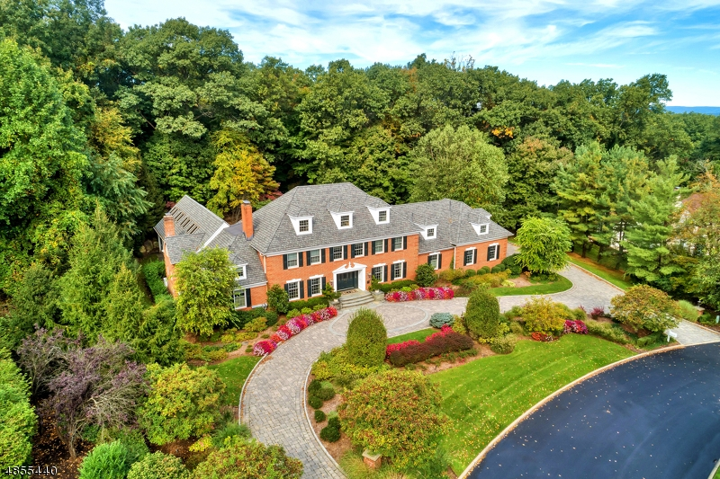 Photo of home for sale at 425 DEVONSHIRE DR, Franklin Lakes Boro NJ