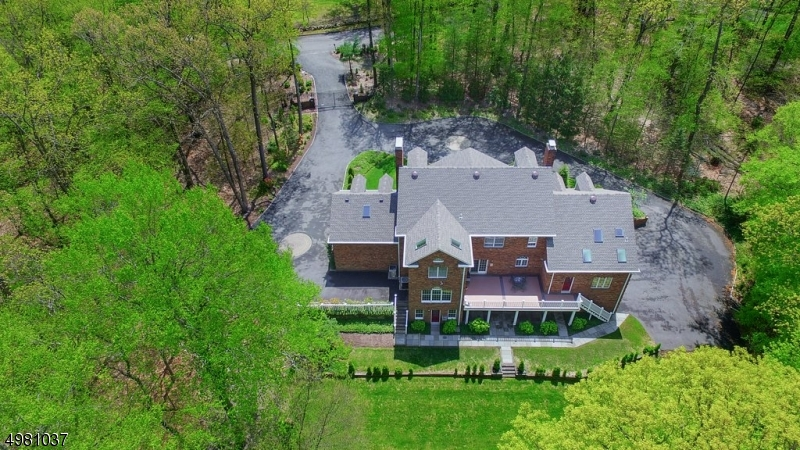 Photo of home for sale at 12 SPRUCE PL, Bernardsville Boro NJ