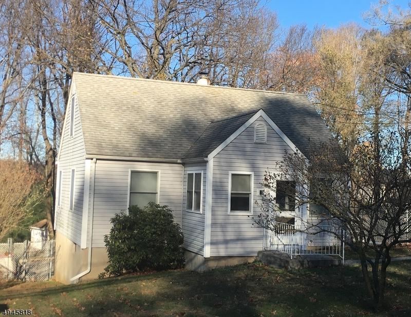 Photo of home for sale at 19 EDISON RD, Jefferson Twp. NJ