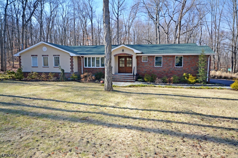 Photo of home for sale at 9 Upper Warren Way, Warren Twp. NJ