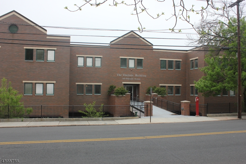 Photo of home for sale at 870 PALISADE AVE, Teaneck Twp. NJ