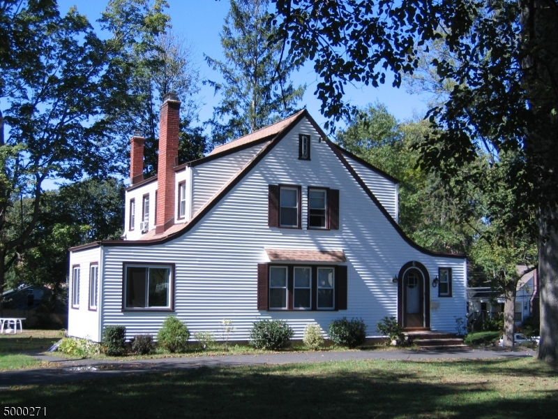 Photo of home for sale at 6 MESLAR RD, Morris Twp. NJ