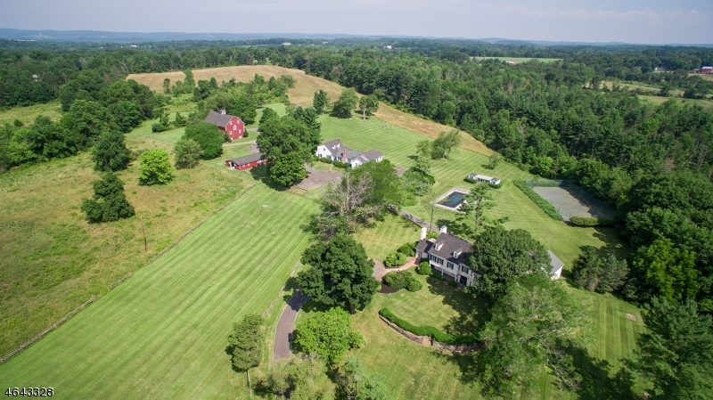 Photo of home for sale at 1904 Lamington Rd, Bedminster Twp. NJ