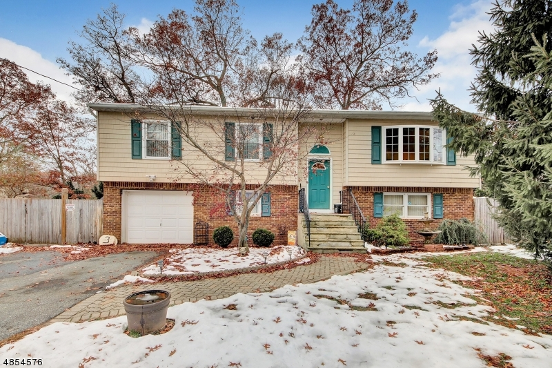 Photo of home for sale at 3 MILLINGTON AVE, West Milford Twp. NJ