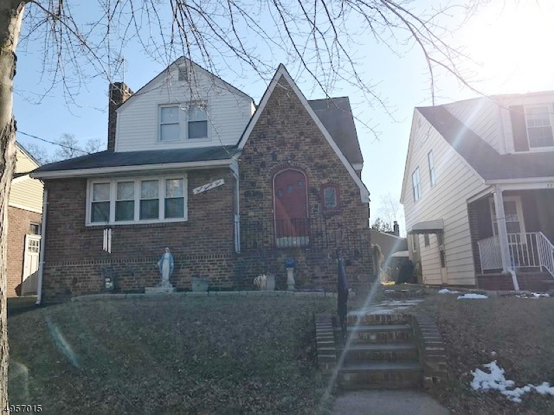 Photo of home for sale at 325 GESNER ST, Linden City