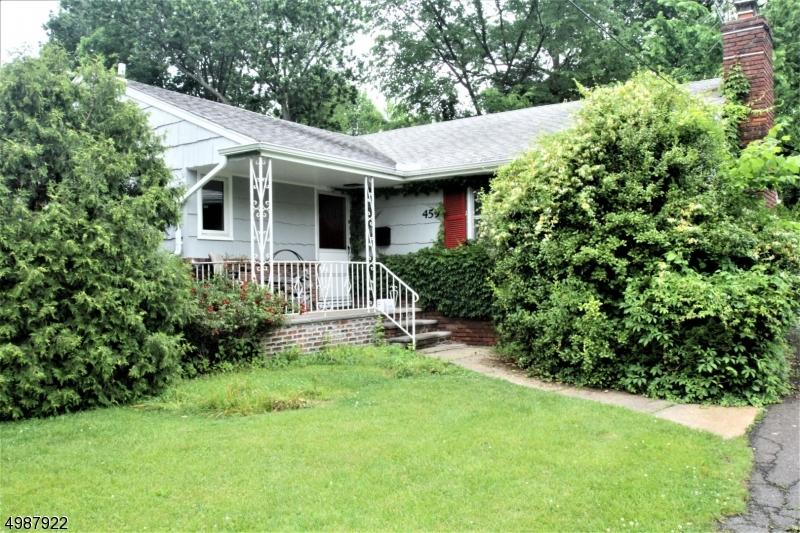 Photo of home for sale at 459 LA GRANDE AVE, Fanwood Boro NJ