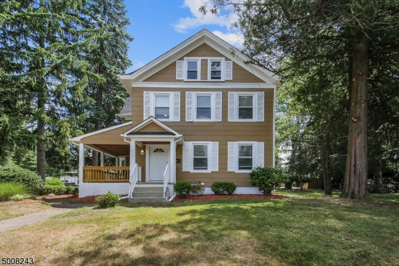 Photo of home for sale at 248 PATERSON AVE, Midland Park Boro NJ
