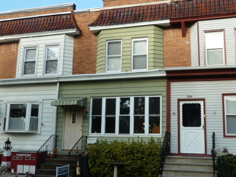 Photo of home for sale at 1352 Bryant St, Rahway City NJ
