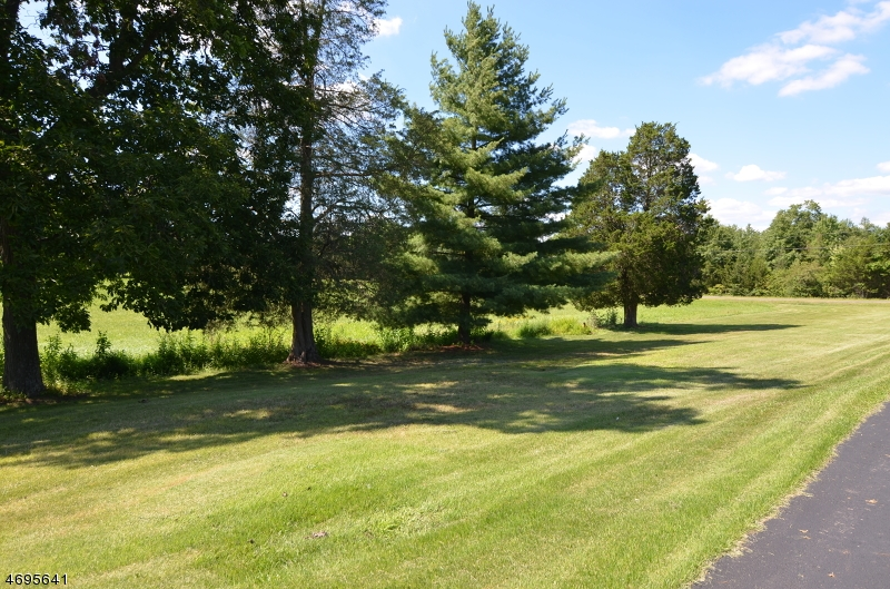 Photo of home for sale at 1000 Burnt Mills Rd, Bedminster Twp. NJ