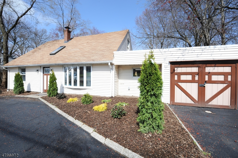 1365 Pompton Ave Cedar Grove Twp., NJ 07009 - MLS #: 3464112