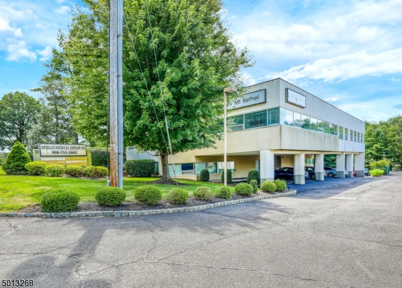 Photo of home for sale at 99 MOUNT BETHEL RD, Warren Twp. NJ