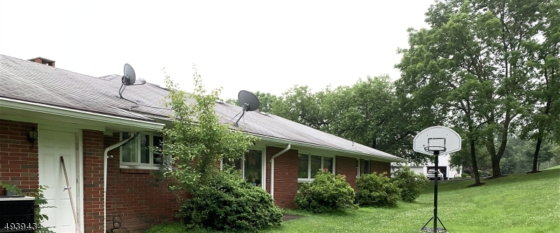 Photo of home for sale at 125 THATCHERS HILL RD, Raritan Twp. NJ