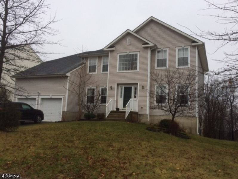 Photo of home for sale at 913 TIMBERLINE DR, Jefferson Twp. NJ