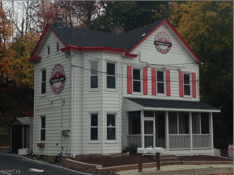 Photo of home for sale at 990 SOMERSET ST, Watchung Boro NJ