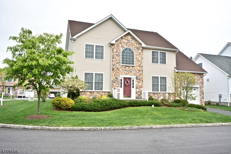 Photo of home for sale at 8 Phipps Court, Raritan Twp. NJ