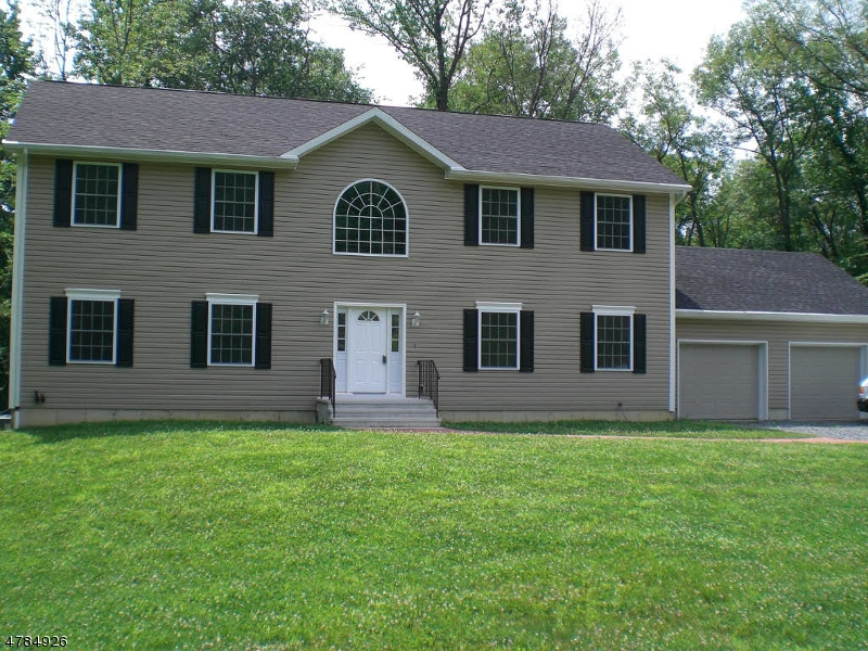 Photo of home for sale at 4 Laurel Woods Dr, Blairstown Twp. NJ