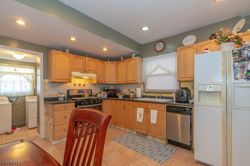 Photo of home for sale at 558 YALE AVE, Hillside Twp. NJ