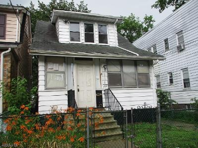 Photo of home for sale at 152 ISABELLA AVE, Newark City NJ