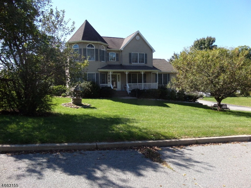 Photo of home for sale at 5 Landrud Rd, Vernon Twp. NJ