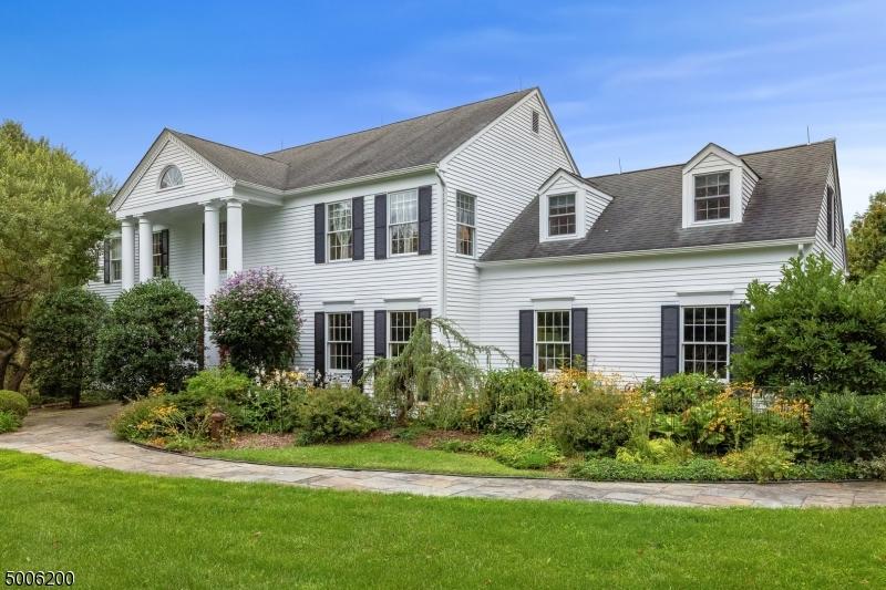 Photo of home for sale at 6 UPTOM PINE RD, Tewksbury Twp. NJ