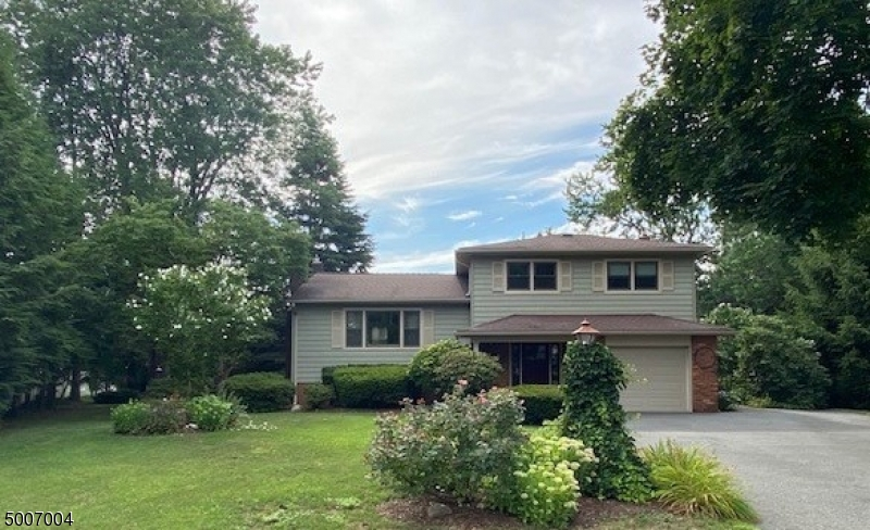 Photo of home for sale at 3 JUDITH CT, Pequannock Twp. NJ