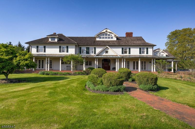 Photo of home for sale at 39 Felmley Rd, Tewksbury Twp. NJ