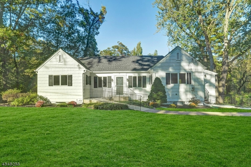 Photo of home for sale at 66 GLEN RD, Woodcliff Lake Boro NJ