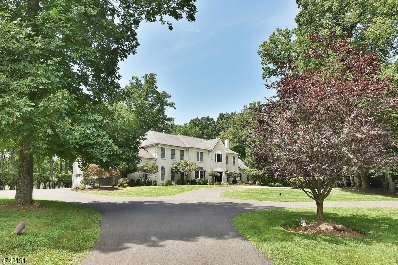 Photo of home for sale at 7 Howell Dr, Chester Twp. NJ
