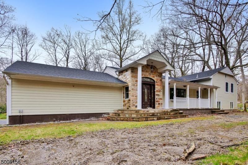 Photo of home for sale at 441 PEPPERIDGE TREE LN, Kinnelon Boro NJ