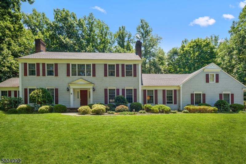 Photo of home for sale at 6 SANDALWOOD DR, Warren Twp. NJ