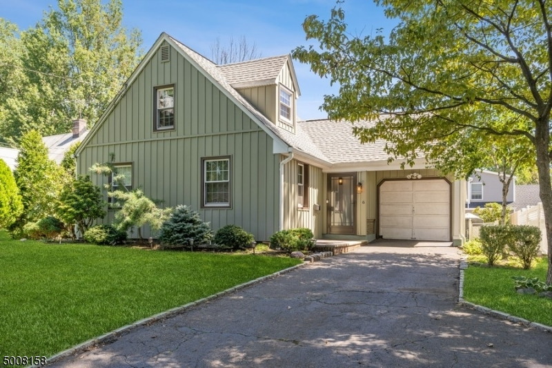 Photo of home for sale at 6 ONEIDA PL, Cranford Twp. NJ