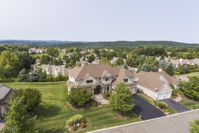 Photo of home for sale at 4 WHITE OAK CT, Hardyston Twp. NJ