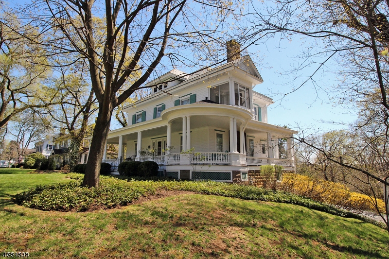 Photo of home for sale at 126 Center St, Clinton Town NJ
