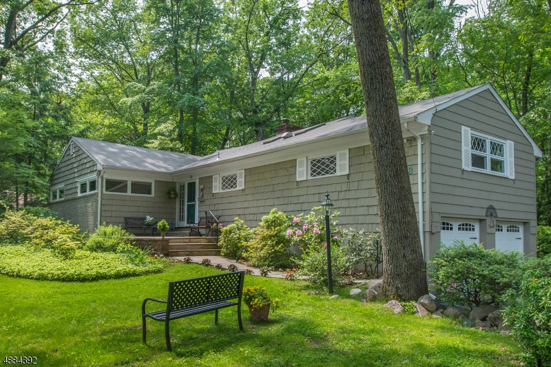 Photo of home for sale at 53 CRESTVIEW RD, Mountain Lakes Boro NJ
